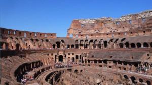 Innen bröckelt die Fassade des Kolosseums