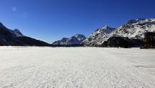 Der Silsersee Richtung Maloja: eine begehbare Fläche im Winter