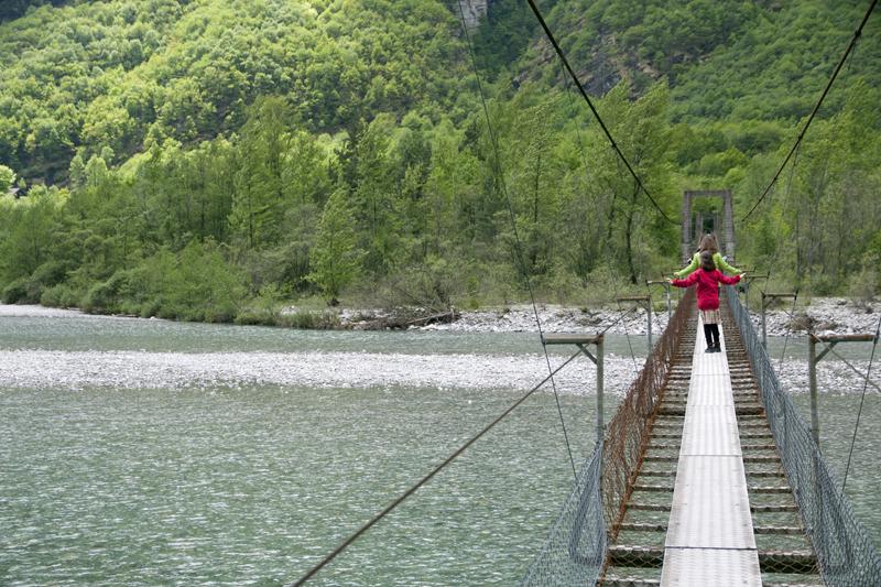 Brücke über die Maggia bei Someo