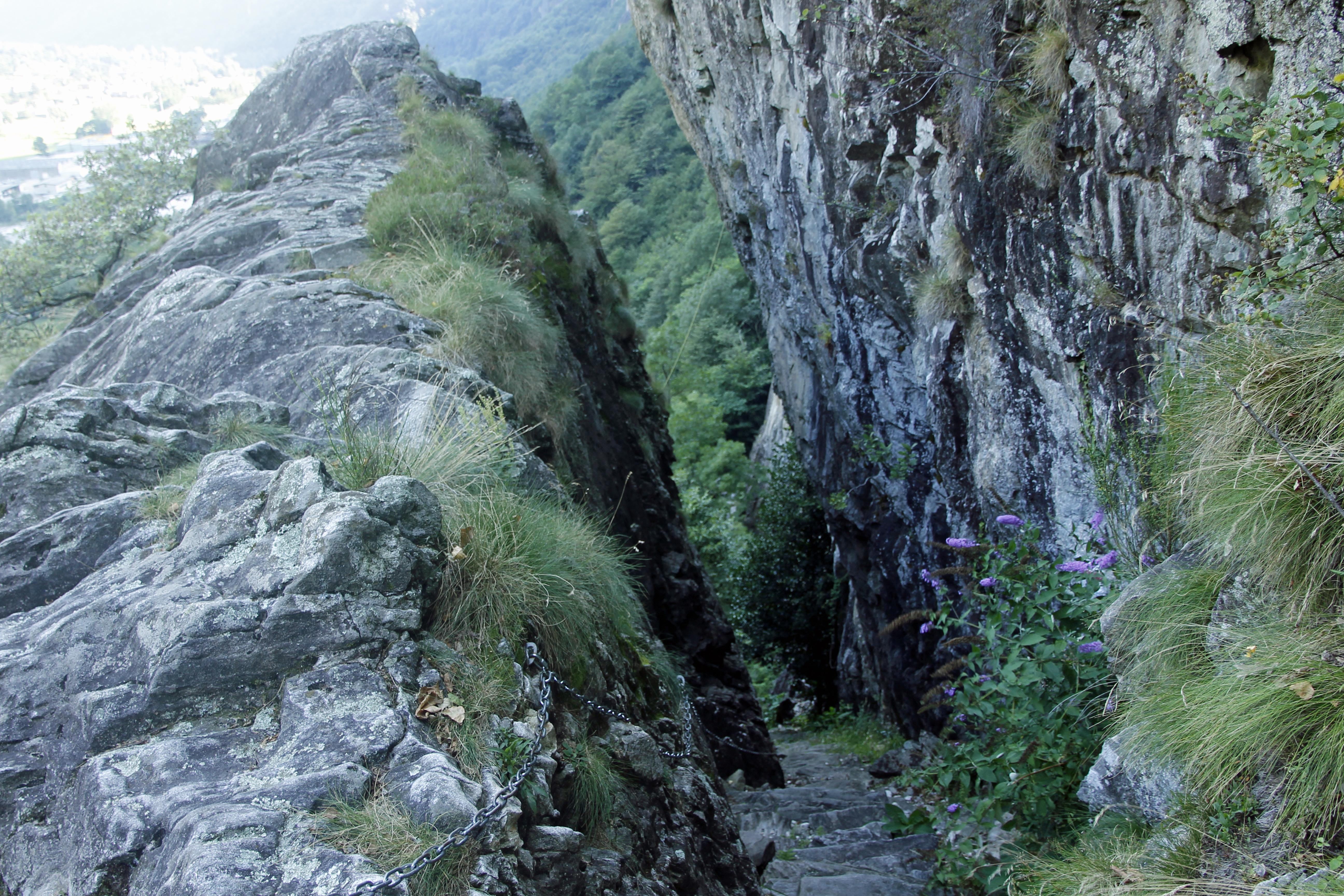 Kleiner «Felsweg» zwischen Aurigeno und Avegno
