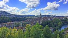 Die Stadt Bern vom Rosengarten aus gesehen
