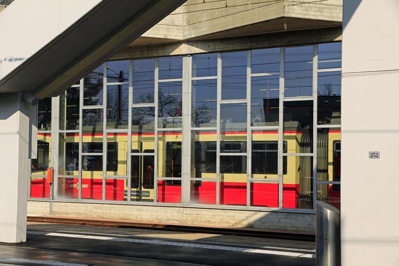Beim Bahnhof Forch