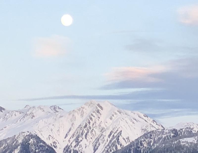 Und am Abend zeigt sich der Mond am Himmel