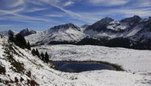Wie ein Zuckerguss überzieht der erste Schnee die Landschaft
