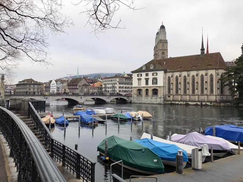 Eine klassische Ansicht auf Zürich, aber diesmal aus Touristensicht gesehen