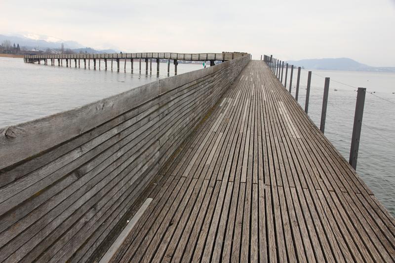 Eindrücklich der Holzsteg mitten im See