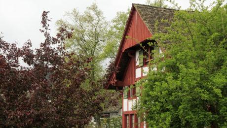 Im ehemaligen Schulhaus befindet sich das Johanna-Spyri-Museum