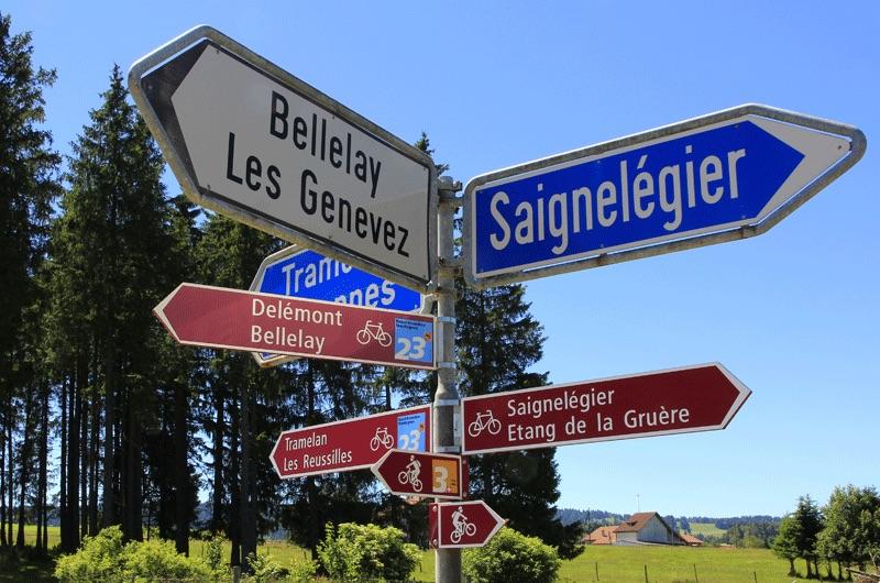 Der Etang de Gruère liegt zwischen Tramelan und Saignelégier und kann auf zahlreichen Radtouren angefahren werden.